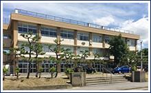 上山中学校